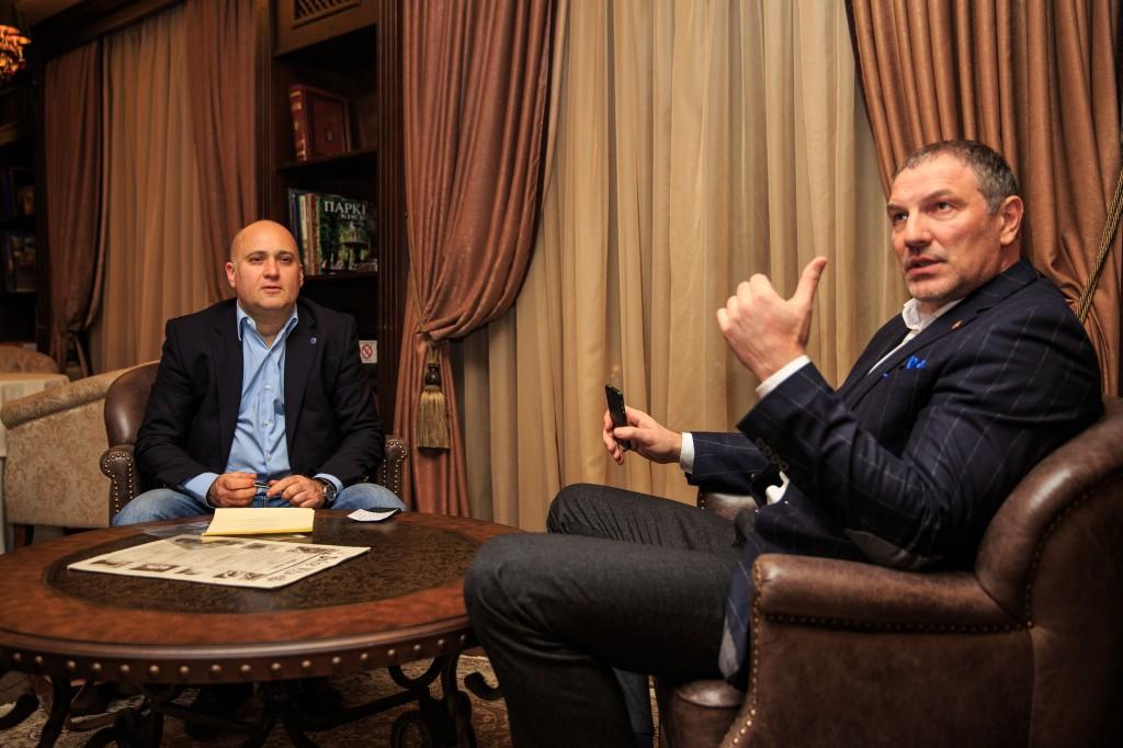 Президент Столыпин Клуба Александр Крылов (справа) и Секретарь Клуба Сергей Коннов во время заседания клубного Совета