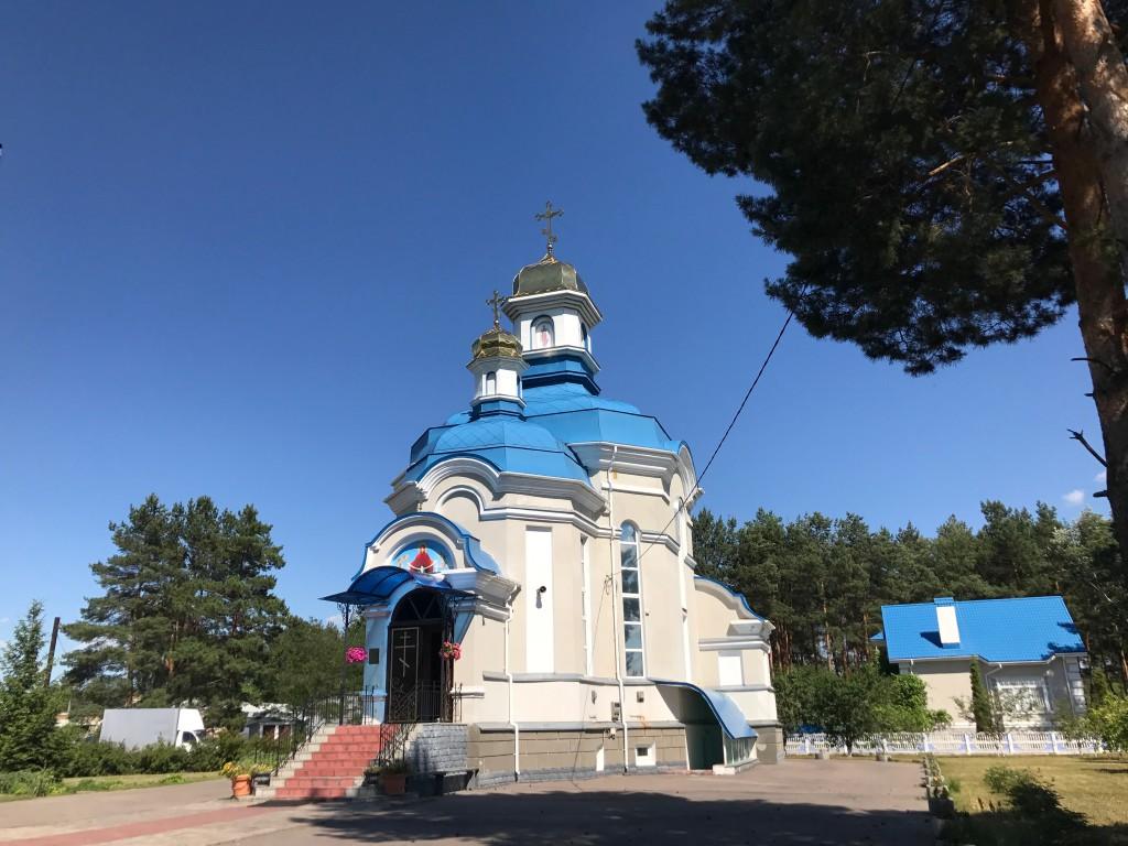 Главный храм с. Бобрица, при котором действует воскресная школа